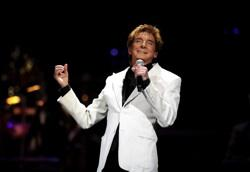 Barry Manilow rocks the Hollywood Bowl