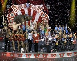 The performers and players of The Barnum Bast