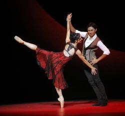 Leticia Oliveira and Jiyan Dai