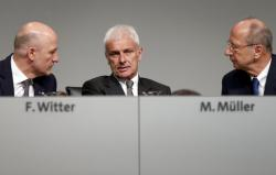 From left, Frank Witter, CFO of the Volkswagen AG, Matthias Mueller, CEO of the Volkswagen AG, and Hans Dieter Poetsch, chairman of the board of directors of the Volkswagen AG, talk prior to the annual shareholders meeting in Hannover, Germany, Wednesday, May 10, 2017