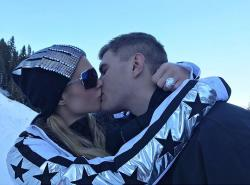 Paris Hilton kisses fiance Chris Zylka