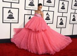 Rihanna arrives at the 57th annual Grammy Awards (2015).