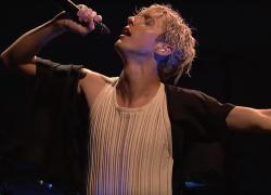 "Troye Sivan performing in ""SNL."""