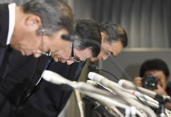Suzuki Motor Corp. Representative Director and President Toshihiro Suzuki, second from left, bows with other official at the start of a press conference Thursday Aug. 9, 2018 in Tokyo