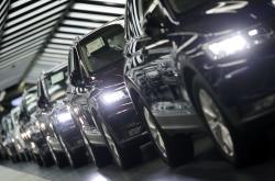 In this March 8, 2018 file photo photo Volkswagen cars are pictured during a final quality control at the Volkswagen plant in Wolfsburg, Germany