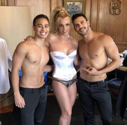 Britney Spears, center.