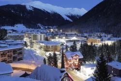 A view of the congress center, the building in center, which hosts the World Economic Forum, WEF, illuminated by street lights at the eve of the annual meeting of the forum, in Davos, Sunday, Jan. 20, 2019
