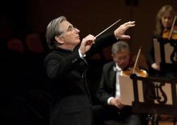 Michael Tilson Thomas conducting the San Francisco Symphony