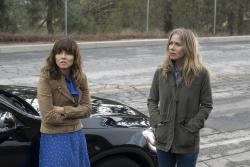 """Linda Cardellini, left, and Christina Applegate, right, in Netflix's """"Dead to Me."""""""