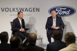Ford CEO Jim Hackett, right, and Volkswagen CEO Herbert Diess participate in a news conference in New York, Friday, July 12, 2019