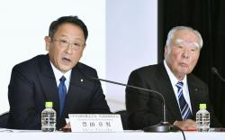 In this Oct. 12, 2016 file photo, Toyota Motor Corp. President Akio Toyoda, left, speaks with Suzuki Motor Corp