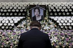 A South Korean man pays tribute to K-pop star Goo Hara at a memorial altar at the Seoul St. Mary's Hospital in Seoul.