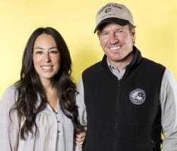"Joanna Gaines, left, and Chip Gaines pose for a portrait in New York to promote their home improvement show, ""Fixer Upper,"" on HGTV."