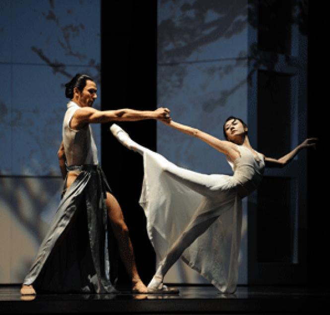 Yuan Yuan Tan and Damian Smith in Yuri Possokhov&#039;s <i>RAkU.</i><br> Photo: Erik Tomasson