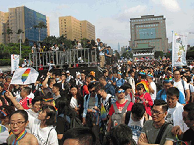 People filled downtown Taipei, in front of the East Gate, at the start of last weekend's Taiwan Pride march. Photo: Ed Walsh
