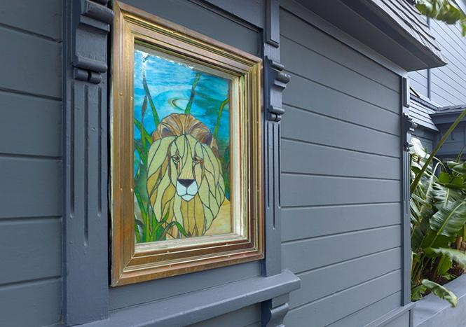 A portrait of a lion graces the mansion that once housed the Lion Pub, an iconic gay bar in Pacific Heights. Photo: Courtesy Paragon Real Estate Group