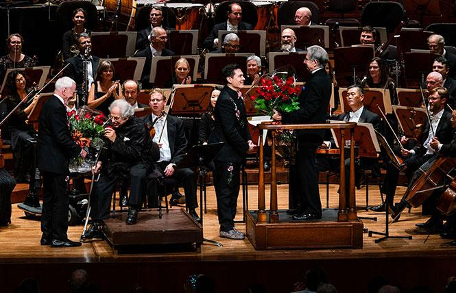 Gala chairs James Hormel & Michael Nguyen-Hormel present flowers to Music Director Michael Tilson Thomas and violinist Itzhak Perlman following their performance in the San Francisco Symphony's 2018 Opening Night Gala. Photo: Drew Altizer