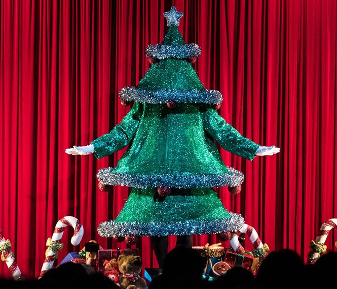 "Tap-dancing Christmas tree from ""Steve Silver's Beach Blanket Babylon Holiday Extravaganza"" at Club Fugazi. Photo: Rick Markovich"