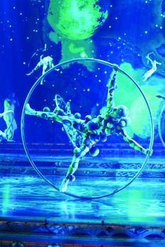 """Hoop dancers from """"Zarkana"""""""