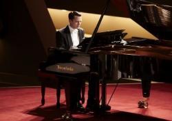 Elijah Wood stars in 'Grand Piano'