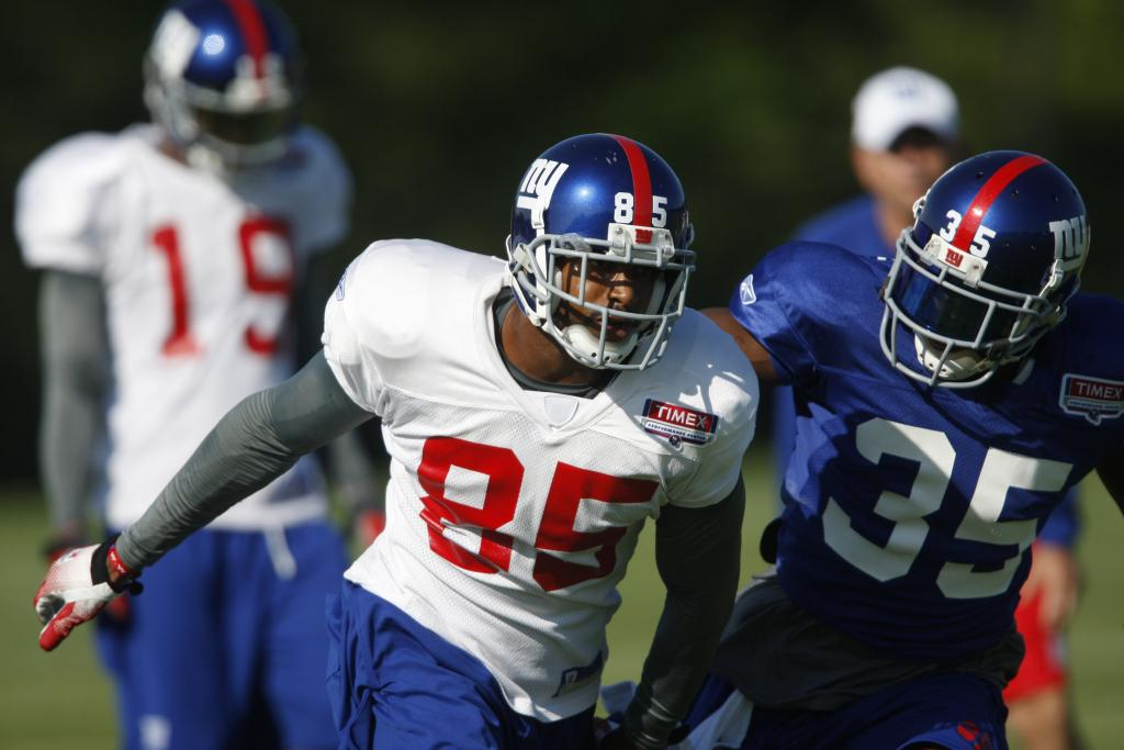 David Tyree (85) works against defensive back Kevin Dockery.