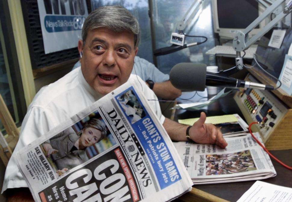 Buddy Cianci holds up copy of the Daily News during radio gig.