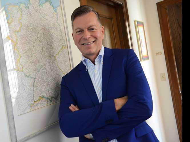 Gay German diplomat settles into SF