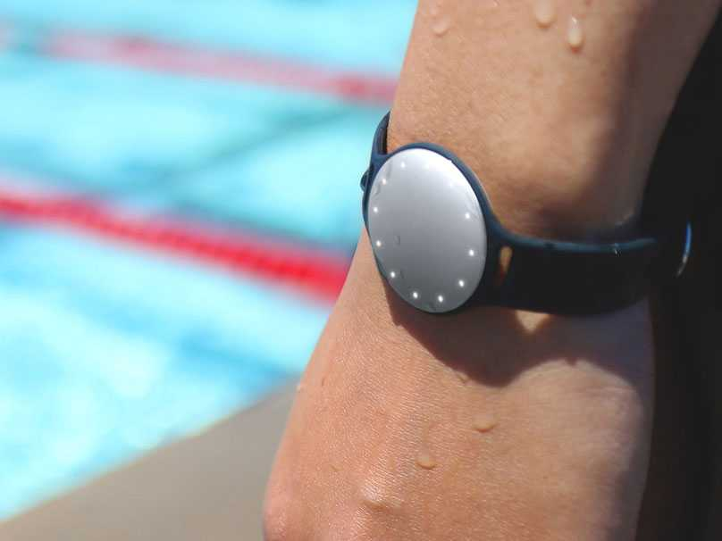 Homotech :: Speedo Shine Takes To The Pool