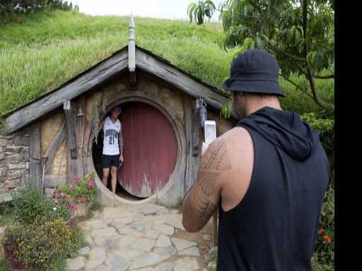 'The Hobbit' Trilogy Fuels New Zealand Tourism