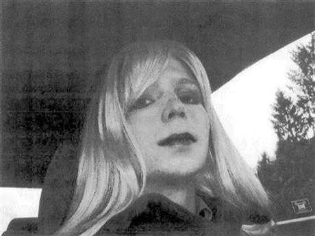 Attorney: Chelsea Manning Again Attempts Suicide in Prison