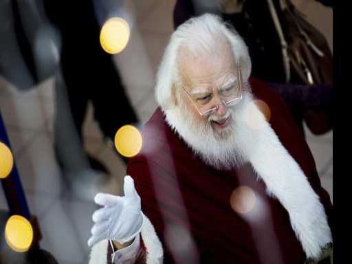 Mindful of Amazon, Malls Take the Santa Experience High Tech