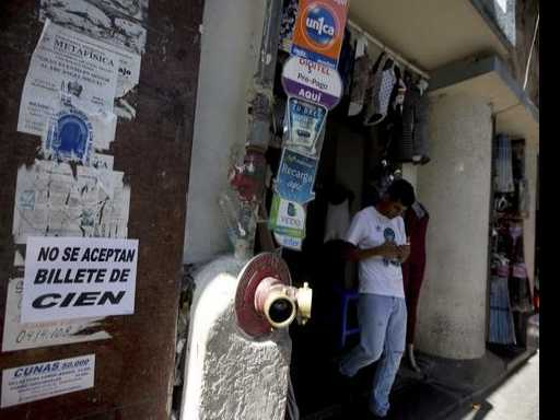 Venezuelans Scramble As Most-Used Banknote Becomes Void