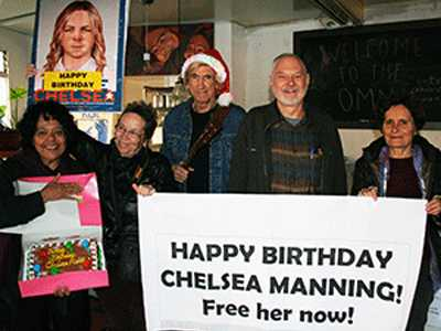 Supporters Urge Obama to Commute Manning's Sentence
