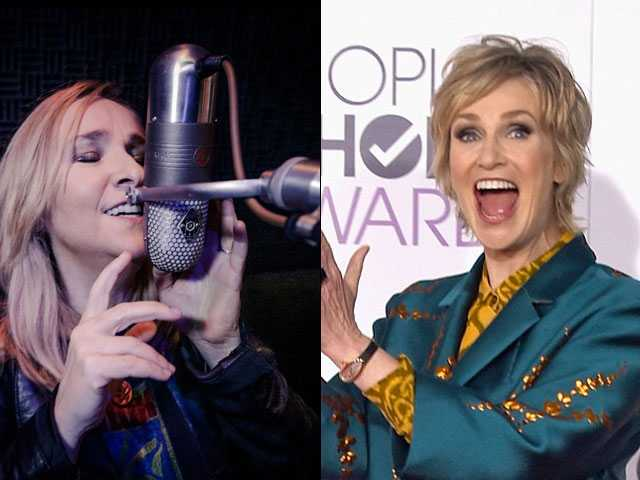 Melissa Etheridge Plays, Jane Lynch Hosts Woman's Day Awards