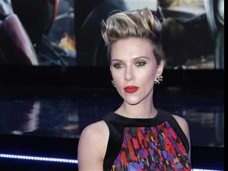Scarlett Johansson, Donatella Versace Honored at amfAR's Fashion Week Gala
