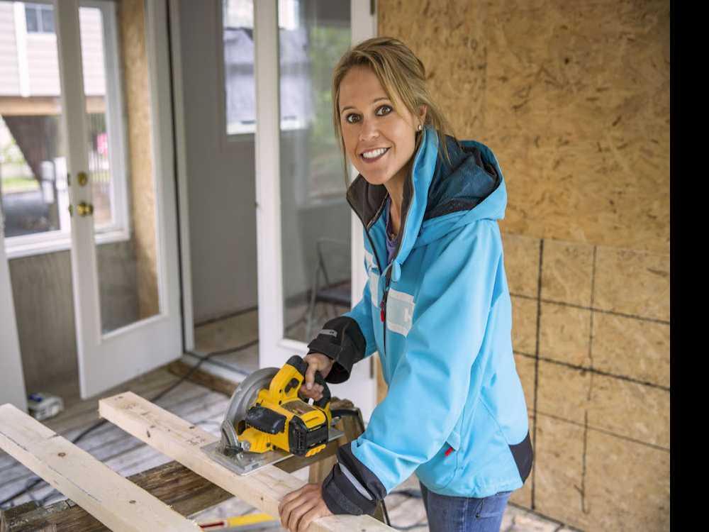 'Big Beach Builds' Premiers on DIY