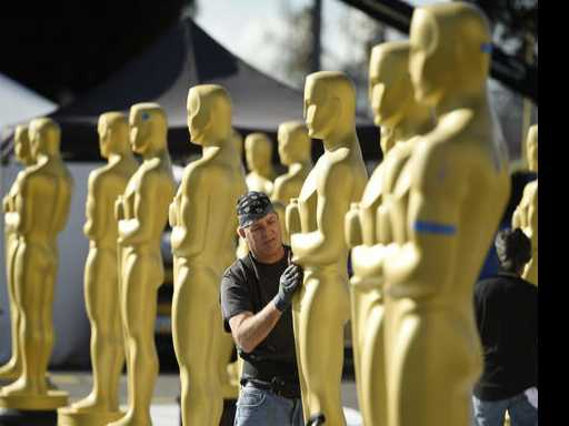 Oscars Look to 'La La Land,' Host Kimmel for Ratings Boost