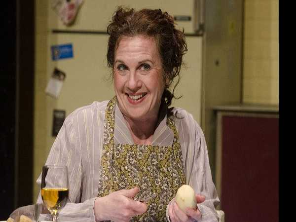 Review :: Shirley Valentine