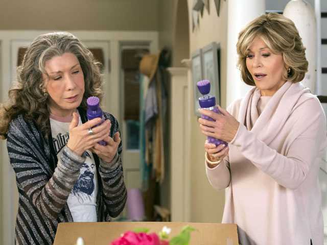 In 'Grace and Frankie' Season 3, More of the Same (But Jane Fonda Gets High)