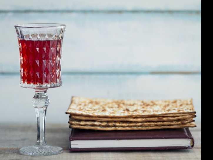 Chabad Lubavitch Hosts Seders Around the World