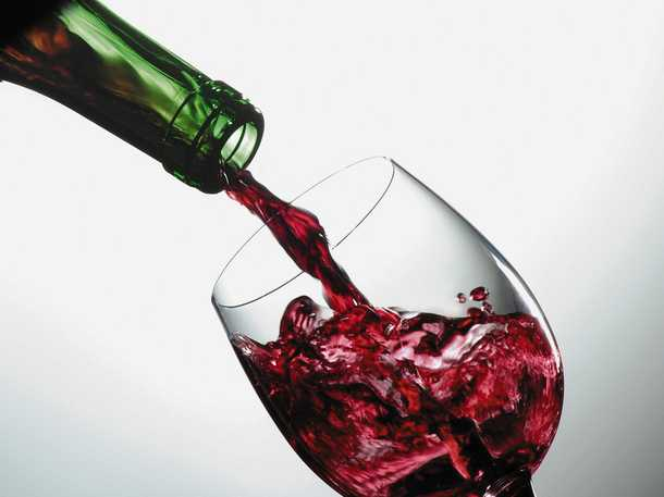 Angry French Winemakers Destroy Spanish Wine in South