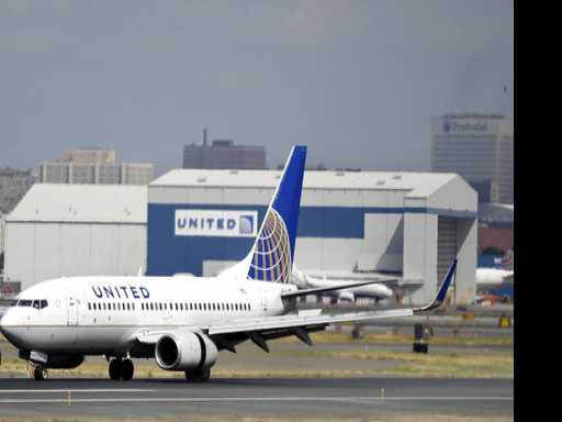 Twitter Users Mock United Over Overbooked Flight Incident