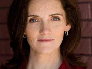 Jeanine Kane Takes the Throne in 'King Elizabeth'