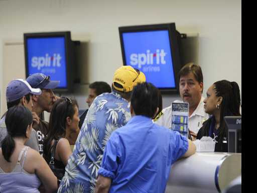 Chaos at Florida Airport After Spirit Flights Cancelled