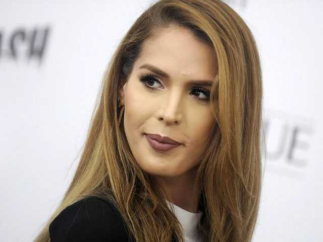 Trans Model Carmen Carrera Took Lemons and Made Lemonade at Doomed Fyre Festival