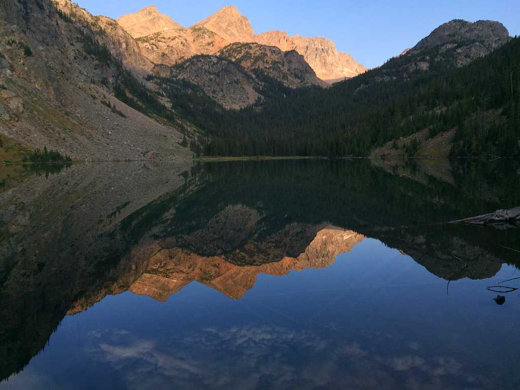 Solitude and Majesty in Montana's Beartooth Wilderness