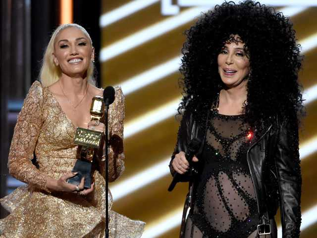 Drake Dominates, Cher Reflects at Billboard Music Awards