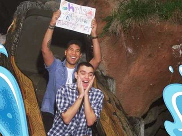 With an Adorable Pic, Reddit User Proposes to BF on Splash Mountain