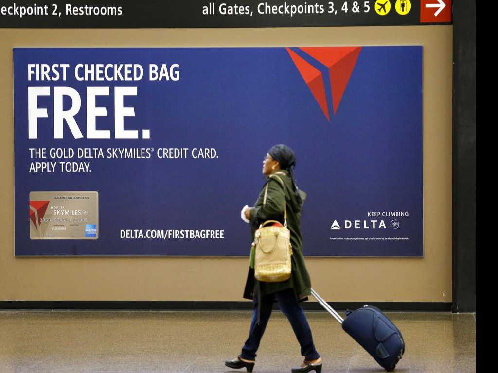 Airline Credit Card Can Sooth Baggage Headaches
