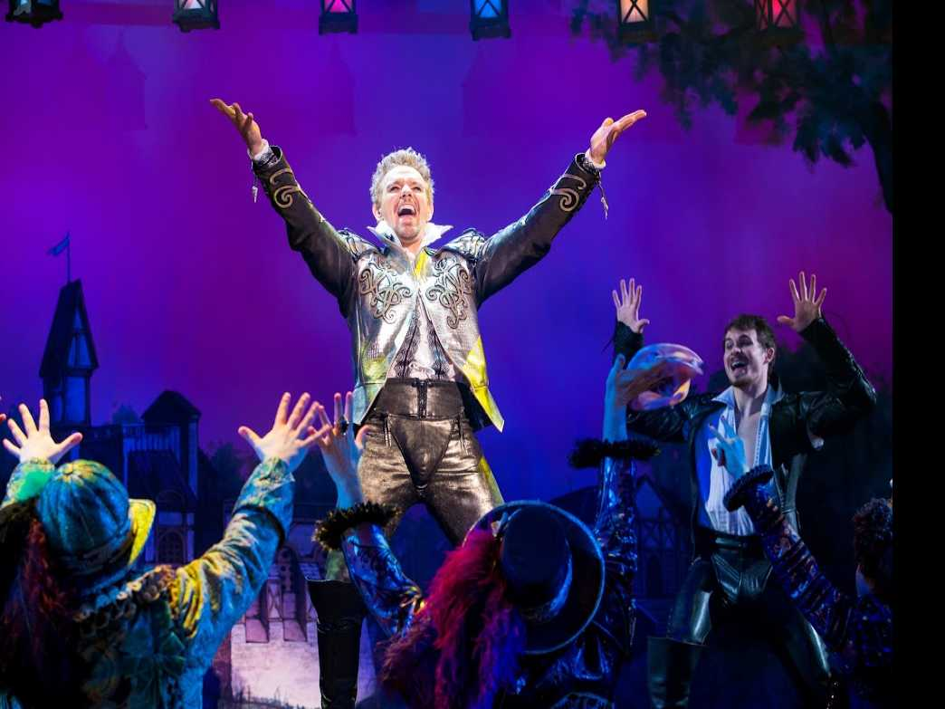 Review :: Something Rotten!